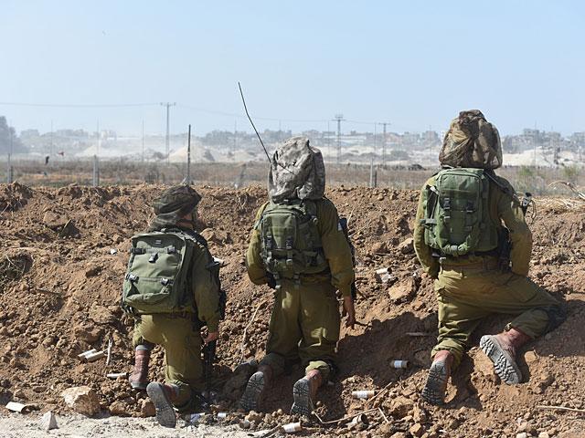 Демонстранты из Газы приблизились к границе, израильские военные открыли огонь в воздух