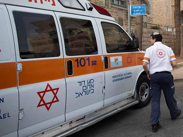 В Иерусалиме мужчина получил тяжелые травмы в результате падения с балкона
