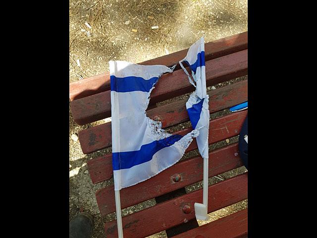 В Иерусалиме задержаны трое подозреваемых в сожжении флага Израиля