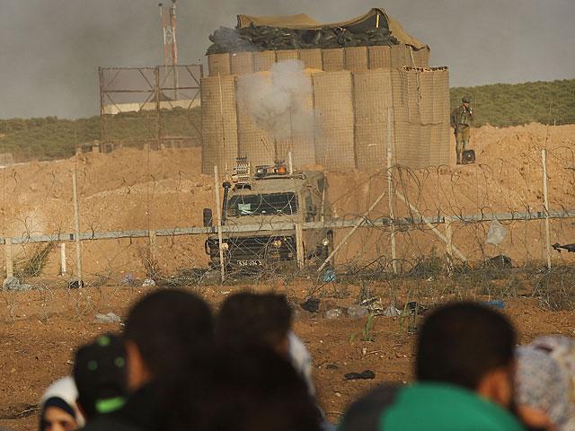 На границе Газы боевики обстреляли солдат. Танк ЦАХАЛа нанес удар по позициям ХАМАС