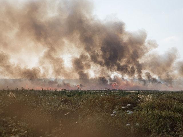 Горящий воздушный змей устроил пожар в кибуце Алумим