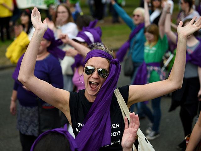 Женский марш в Британии: столетие права голоса