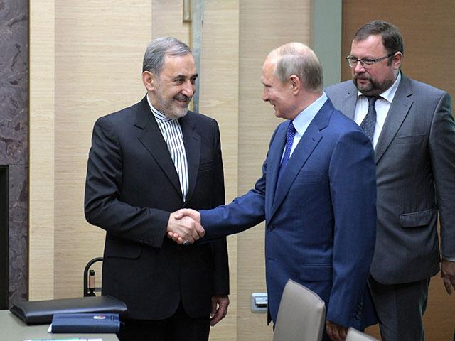 Али Акбар Велайяти и Владимир Путин в Москве. 12 июля 2018 года