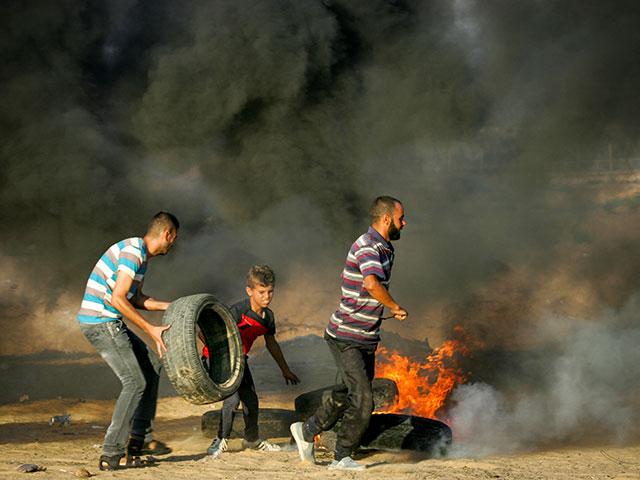 """СМИ: ХАМАС отказывается остановить """"марши возвращения"""" и """"огненный террор""""  СМИ: ХАМАС отказывается остановить """"марши возвращения"""" и """"огненный террор"""""""