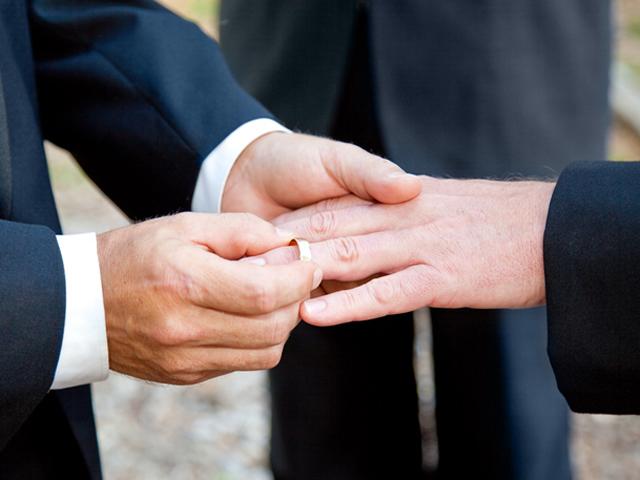 Свадебная церемония двух представителей ЛГБТ-общины едва не завершилас