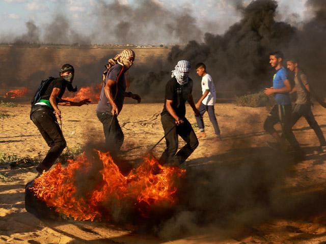 В день поста Йом Кипур на границе с Газой арабы нападали на солдат и проникали на израильскую территорию