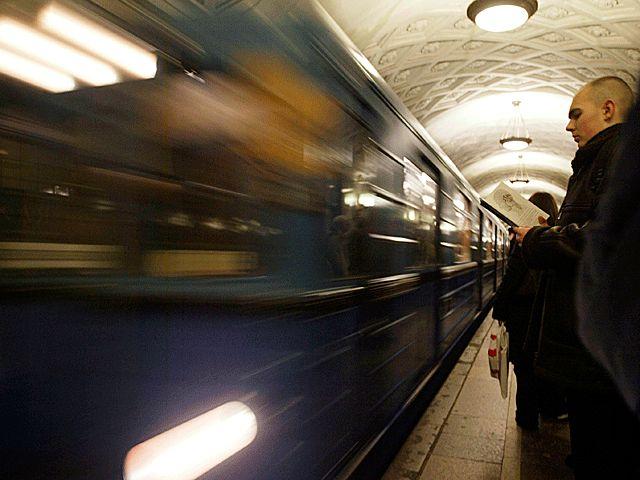 Под колесами поезда московского метро погибла девушка