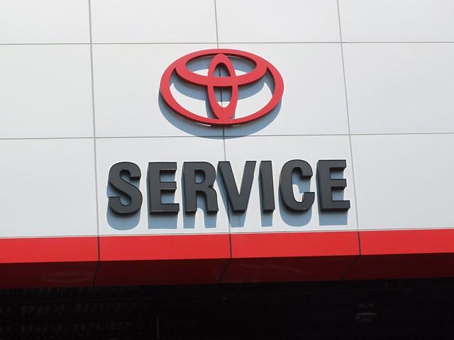 Toyota отзывает более 2,4 миллиона автомобилей Prius и Auris по всему миру