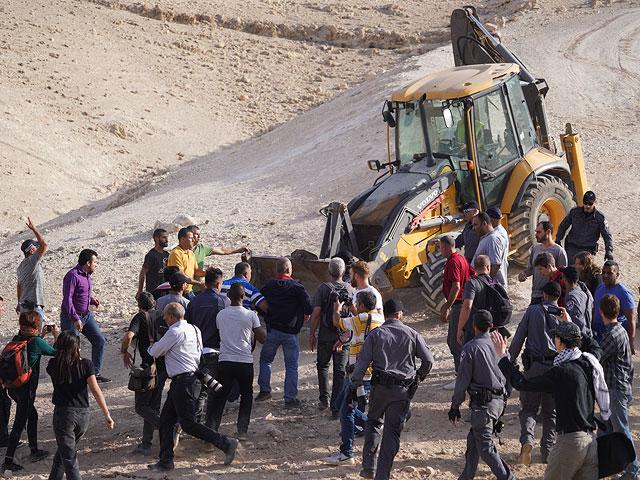Разрушение незаконной деревни Хан аль-Ахмар отложено на неопределенный срок