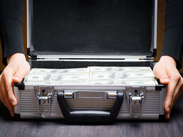 """""""Кан-11"""": посол Катара привез в Газу три чемодана, набитых долларами"""