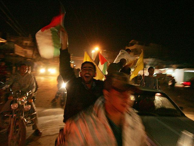 В секторе Газы празднуют победу над Израилем