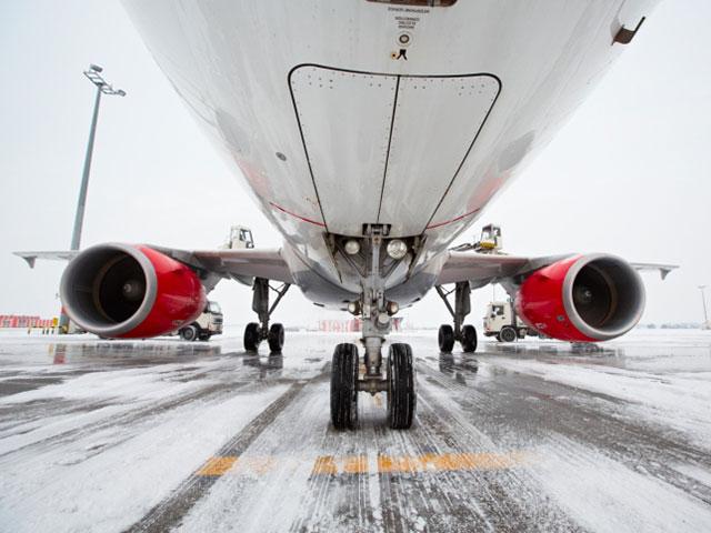 На взлетно-посадочной полосе в Шереметьево самолет сбил человека