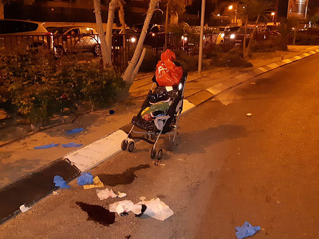 В Ган-Явне автомобиль сбил женщину с двумя детьми