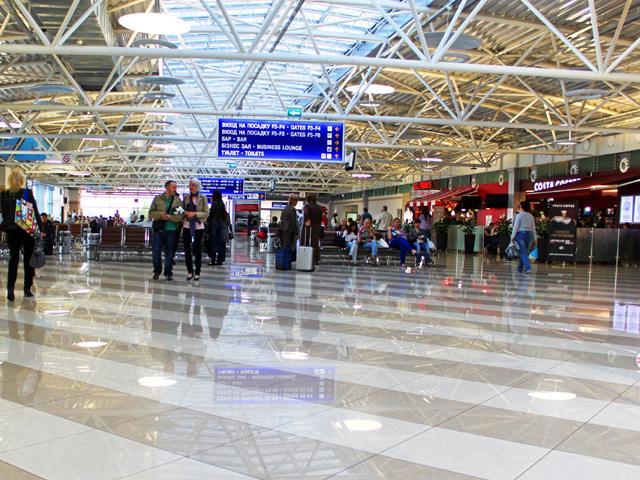 """Израильтян, """"застрявших"""" в аэропорту Киева, пропустили на территорию Украины"""