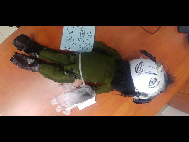 """В Меа Шеарим вновь была """"повешена"""" кукла, изображающая солдата ЦАХАЛа"""