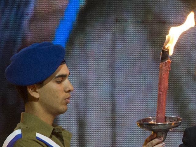 Зажжение факелов в День независимости