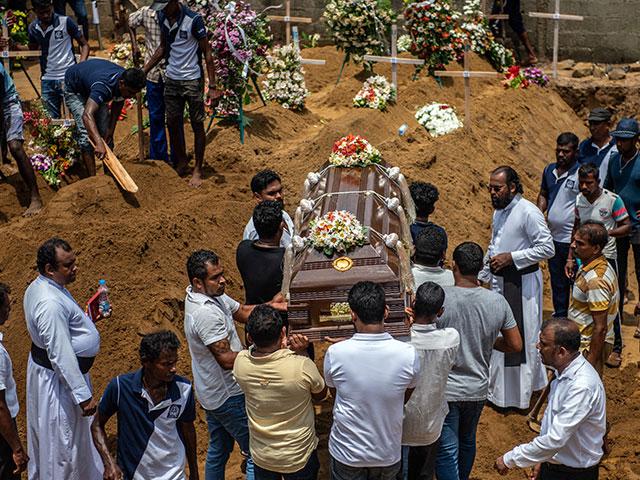 """""""Исламское государство"""" взяло на себя ответственность за теракты на Шри-Ланке"""