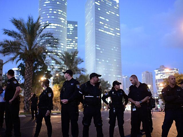 """Акция протеста родителей: перекрыт перекресток возле башен """"Азриэли"""""""