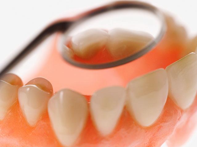 Какие напитки атакуют зубную эмаль: исследование