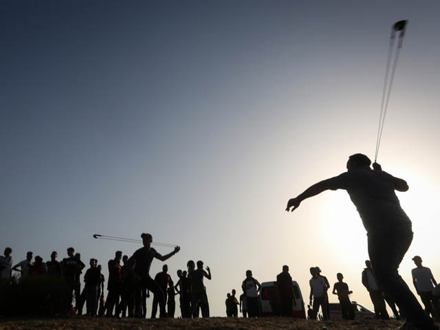"""Марш"" на границе Газы; причинен ущерб армейскому джипу"