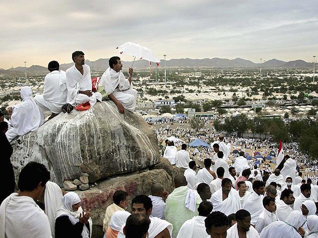 Участники Хаджа собрались в Мине, чтобы побить камнями Шайтана