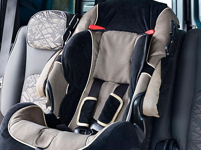 В Бней Браке годовалый ребенок был заперт в автомобиле