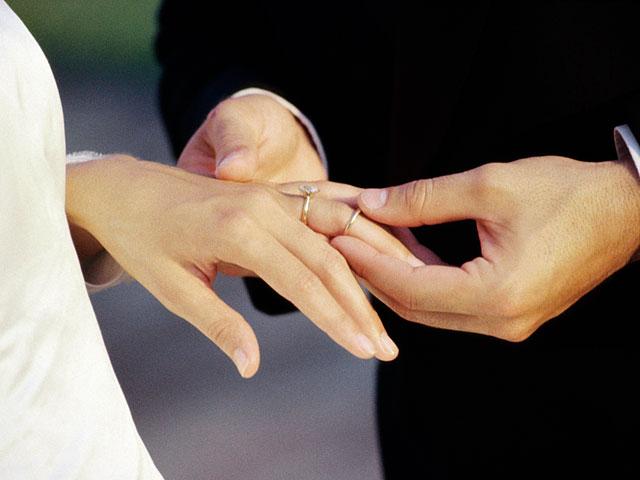 Продолжает сокращаться число пар, регистрирующих браки в раввинате