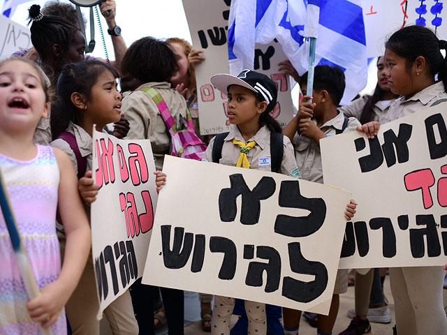 Филиппинка Розмари Перес и ее 13-летний сын Рохан депортированы из Израиля