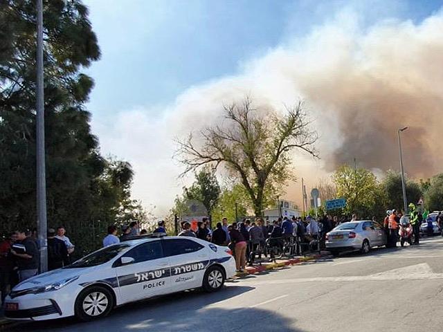 Лесной пожар в районе Мевасерет-Цион, эвакуированы жители десятков домов
