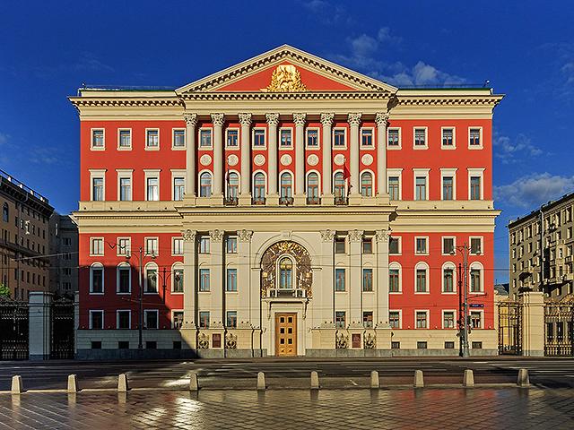 Здание Правительства Москвы (мэрия), вид с противоположной стороны Тверской улицы