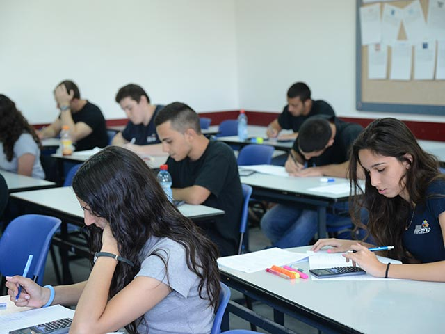 Минпрос сообщил о сокращении числа экзаменов