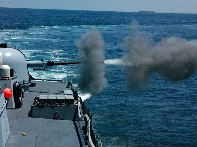 Власти Газы заявляют, что  израильский патрульный катер обстрелял рыбацкую лодку около южной части побережья сектора, недалеко от границы с Египтом