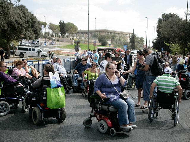 Демонстрации инвалидов: блокировано движение в районе развязки Шфаим
