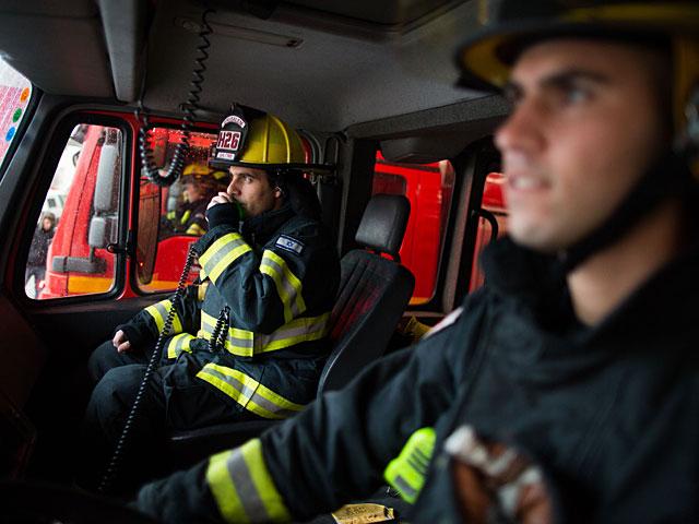 """В Герцлии пожар вспыхнул в жилом доме, в Холоне – в ресторане """"Авази"""""""