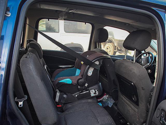 Минтранс намерен сделать обязательным наличие в подвозках системы, предотвращающей забывание ребенка в машине