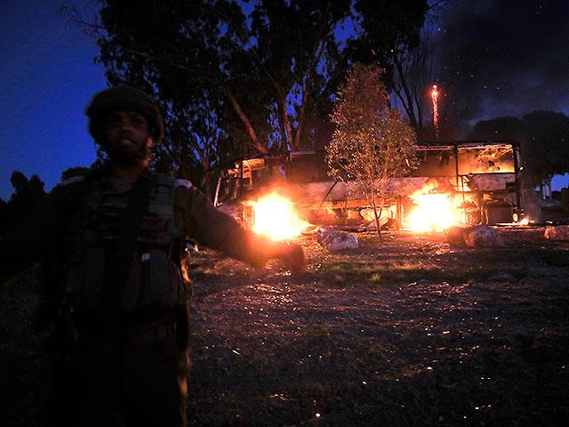 NEWSru.co.il :: Ракета попала в автобус в Холоне