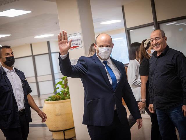 Беннет попросил воздержаться от поездок за границу и носить маски в закрытых помещениях