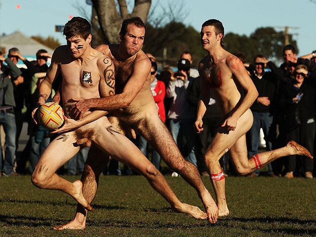 тебя самого голые мужчины играют в футбол был познакомиться женщиной