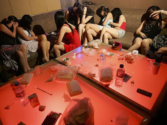 NEWSru.co.il :: Фото :: Задержание проституток в Китае.