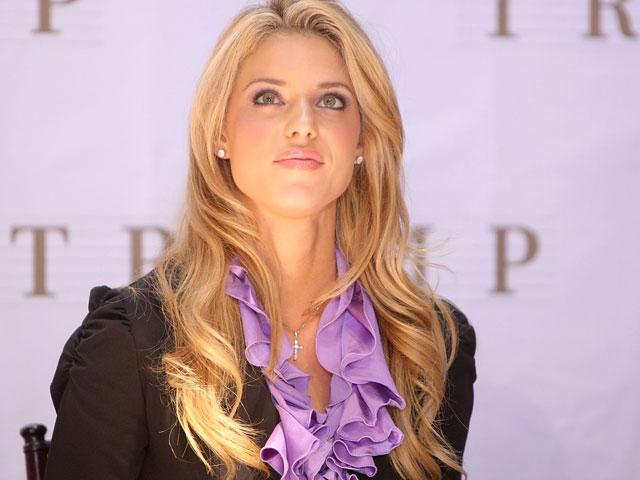 """2009. """"Мисс Калифорния"""" Кэрри Прежан лишена короны за """"невыполнение возложенных на нее обязательств"""". Сама Кэрри утверждала: она стала жертвой раздутого вокруг нее """"гомофобского"""" скандала"""