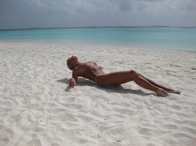 Голая Анастасия Волочкова на Мальдивах и другие интимные фото