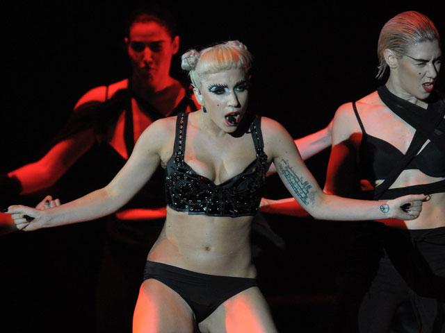 Lady GaGa во время концерта в Японии. Июнь 2011 года