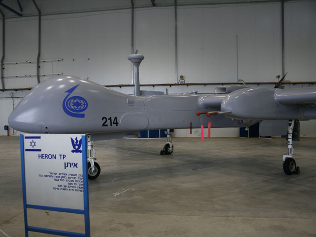 """Презентация БПЛА """"Eitan"""" в день приема на вооружение ВВС ЦАХАЛа. База Тель-Ноф, 21 февраля 2010 года"""