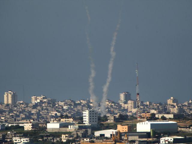 Ракетные обстрелы продолжаются. Командование тылом запретило собрания более 500 человек
