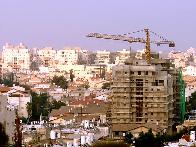 Несмотря на разногласия НДИ и ШАС, правительство утвердило жилищную часть отчета Трахтенберга