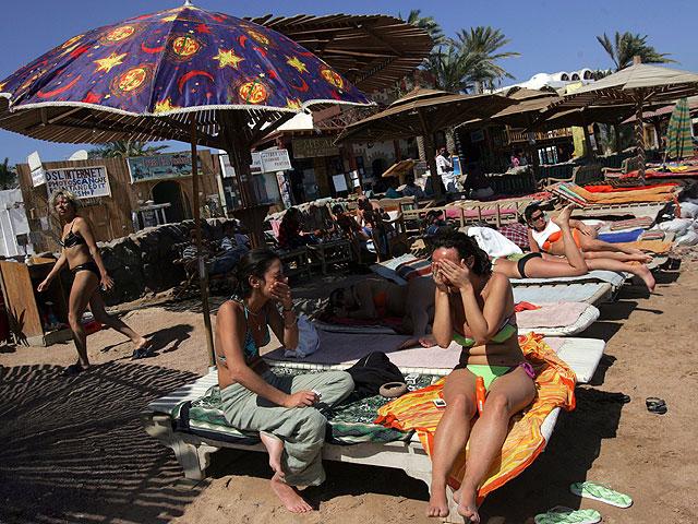 Иностранные туристки на Синае (архив)