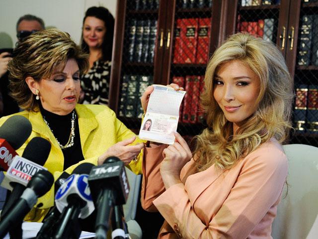 Дженна Талакова с адвокатом Глорией Оллред, специализирующейся на защите прав женщин в Америке. Лос-Анджелес, 3 апреля 2012 года
