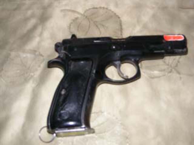 Полиция проверяет сотни единиц оружия