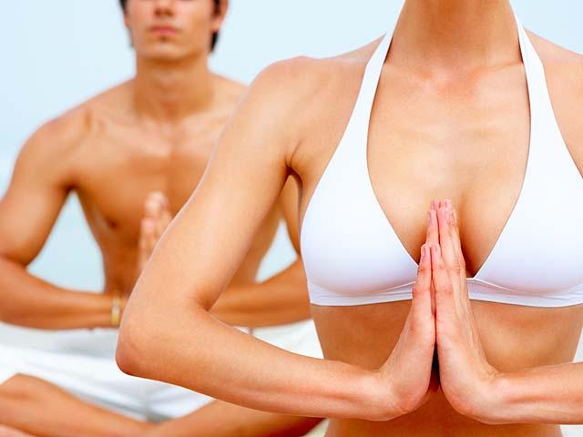 Голая йога больше привлекает мужчин, чем женщин