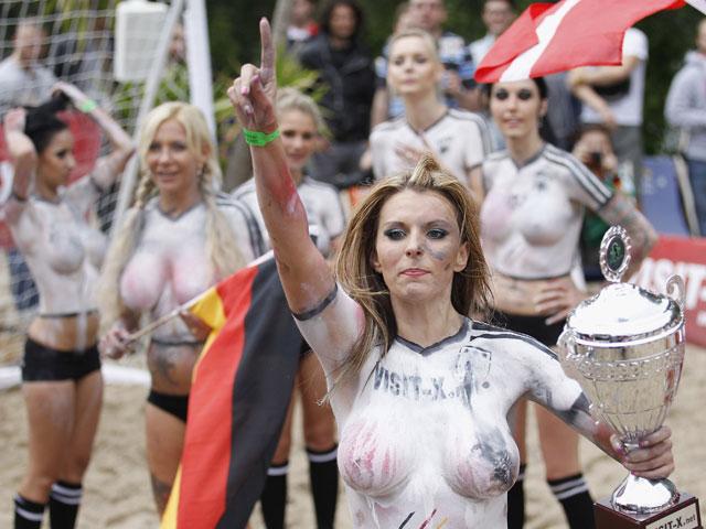 Датскими и немецкими порноактрисами завершился с ужасающим для нем…